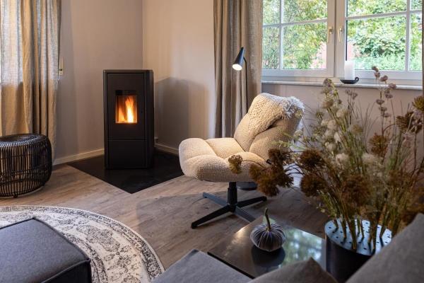 Raum für Entspannung- Kamin und gemütliche Loungesessel...