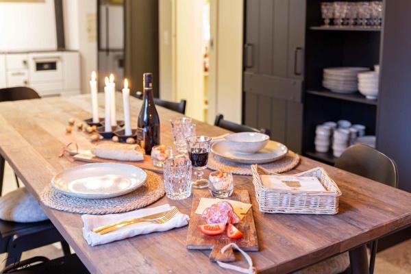 Für den besonderen Tisch - Keramik Geschirr und goldenes Besteck von House doctor