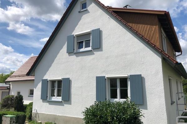 Am Landhaus wird Innen und Außen fleißig gearbeitet