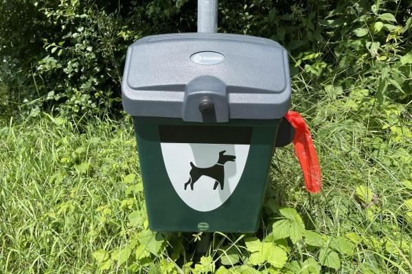 Ehrensache - Ihren Hundekot bitte einsammeln