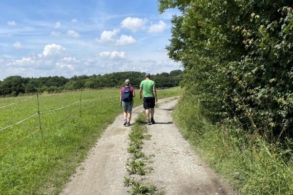Direkt am Ferienhaus beginnt ein Wanderweg zum Stausee Beimbach