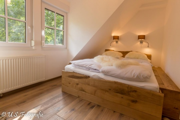 Übernachten im ländlichen Ambiente - es gibt insgesamt zwei Schlafzimmer und ein Alkovenbett