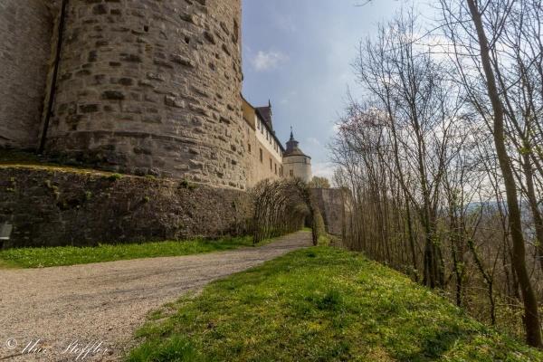 Flanieren Sie durch den Schlosspark bis hinunter zur Jagst