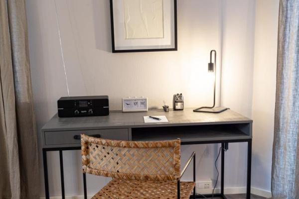 Ein kleiner Schreibtisch z.B. im Homeoffice: Schick und funktional