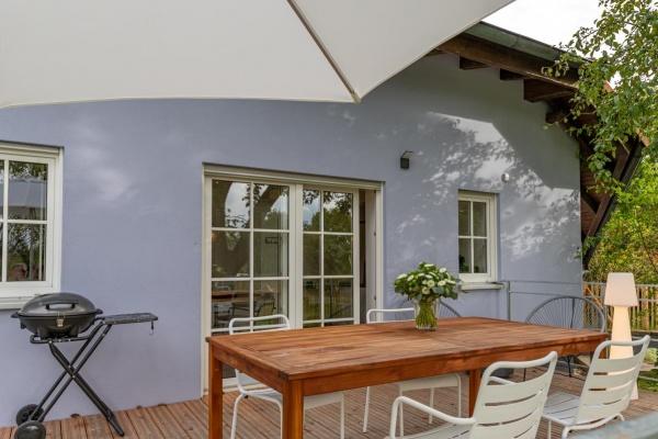 Eine Ebene - Terrasse und Esszimmer