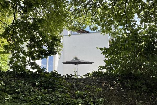Hinter hohen Bäumen - Ferienhaus Staege bau